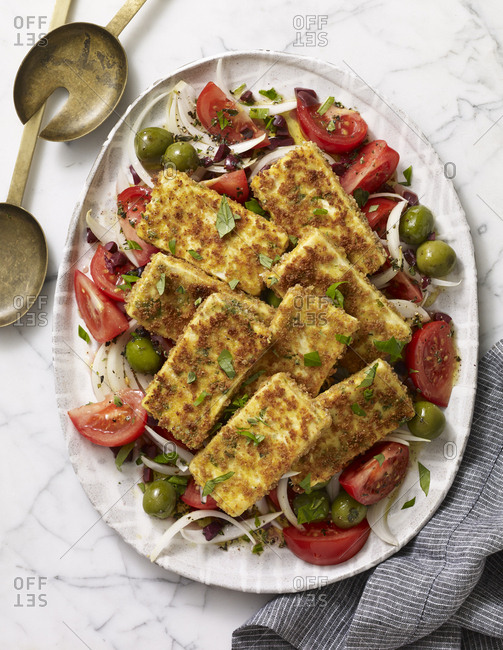 Crispy tofu salad with tomatoes and onions