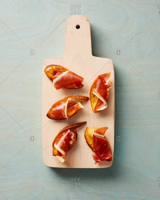 Crostini with Chutney and Ham Appetizer