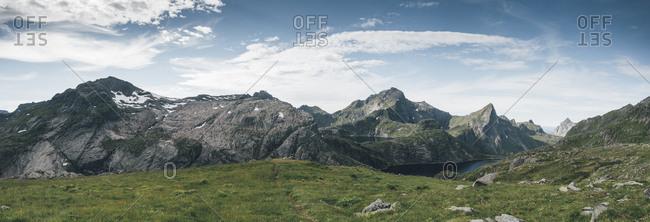 Norway- Lofoten- Moskenesoy- Fjerddalsvatnet- Tennesvatnet- Moldtinden and Hermannsdalstinden mountains