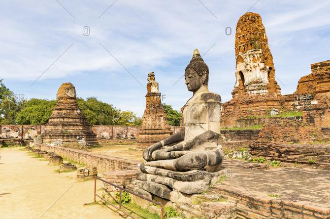 Thailand- Ayutthaya- ruins of Wat Mahathat