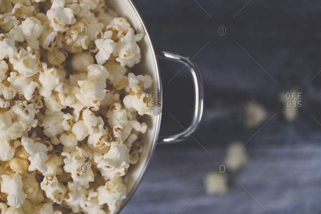 Overhead view of popcorns in bowl on table