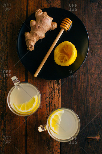 Preparing switchel with lemon juice, ginger and honey