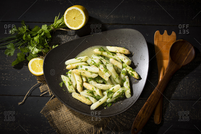 Asparagus salad with chives- parsley and vinaigrette