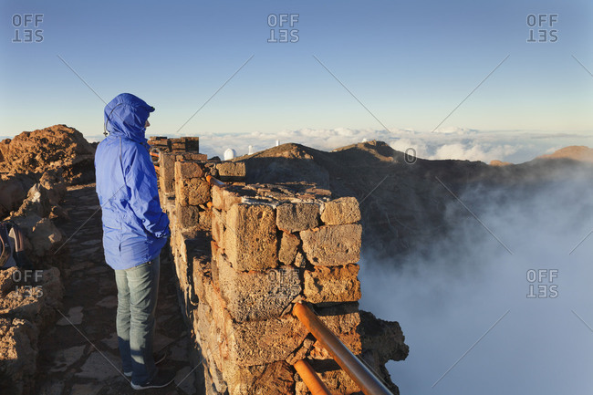 Tourist looks from Roque de los Muchachos in the Caldera de Taburiente, behind the observatories, Parque Nacional de la Caldera de Taburiente, La Palma, Canary islands, Spain