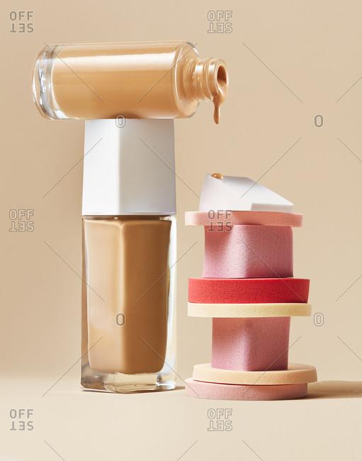 Skin tone base and makeup sponges