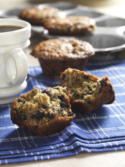 Huckleberry muffins with coffee