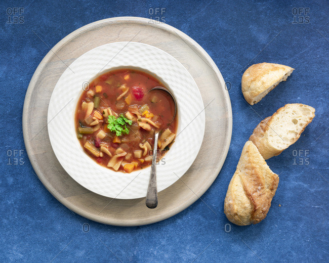 Minestrone soup with pieces of crusty bread