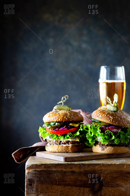 Two gluten-free hamburgers served with beer