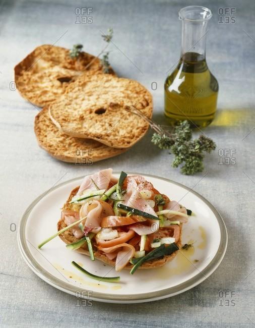 Friselle al pesce spada (Ring-shaped bread with swordfish & vegetables)