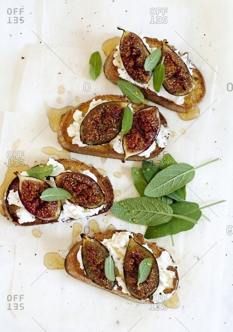 Toasted bread topped with goat's cheese, figs and sage leaves