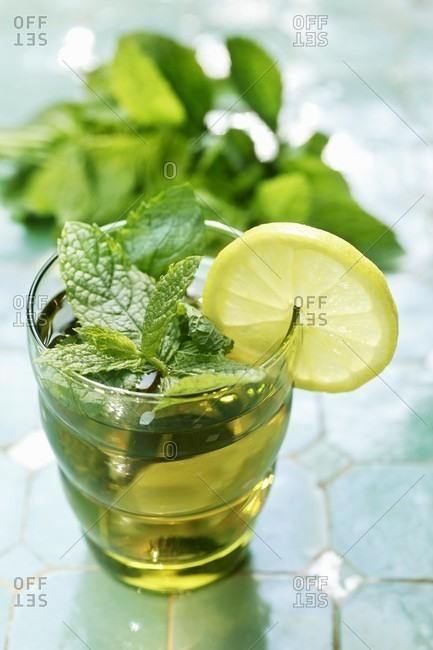 Peppermint tea with lemon