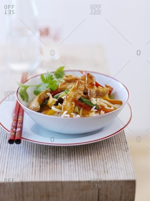 Pan-fried turkey with vegetables and rice
