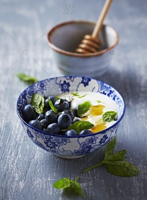 Blueberries with yogurt, honey and mint