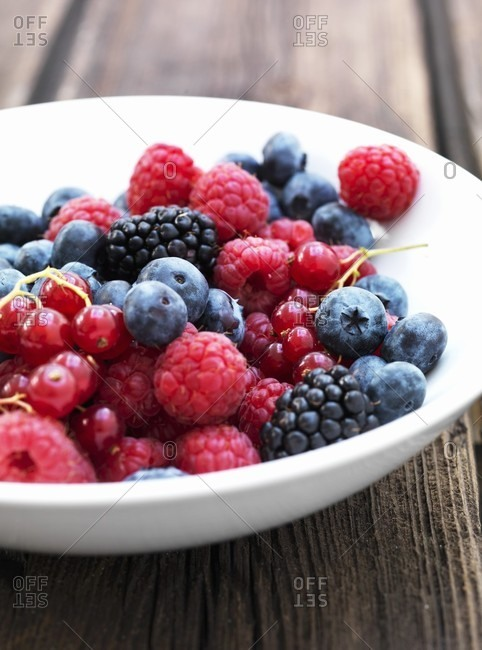 A plate of berries