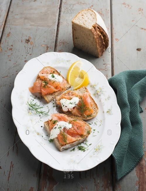 Slices of bread topped with salmon, dill and horseradish cream