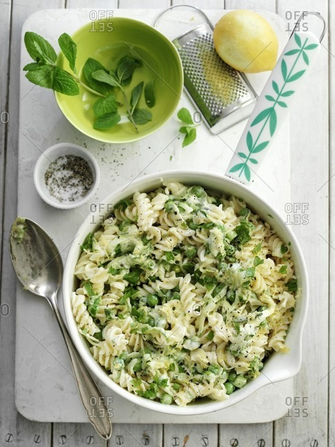 Fusilli with lemon, courgettes, peas and mint