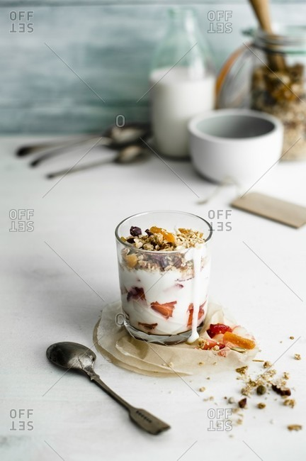 Joghurt muesli with strawberries - Offset
