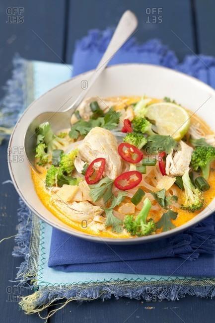 Coconut milk soup with chicken, broccoli and cassava pasta (Thailand)