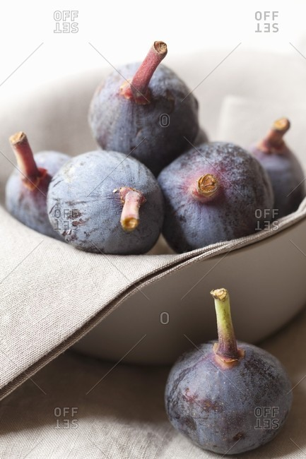 A bowl of fresh red figs