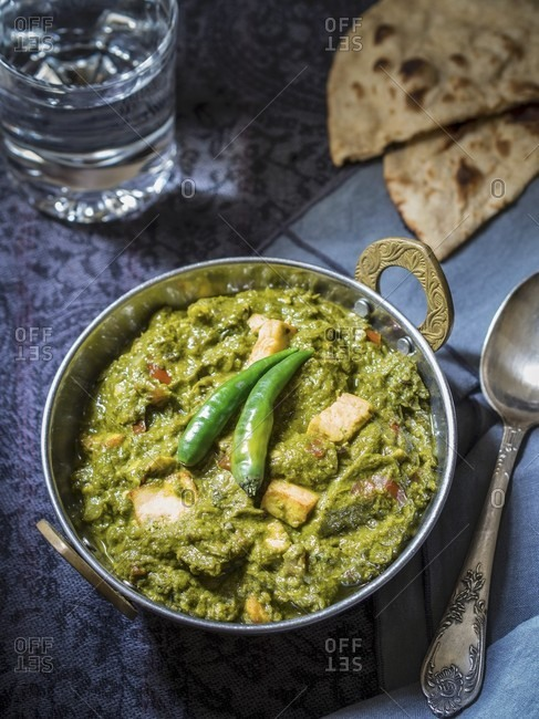 Palak paneer with tandoori roti (spinach soup with unleavened bread, India)