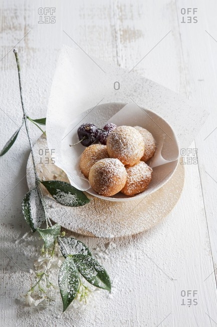 Ricotta dumplings with cherries and icing sugar