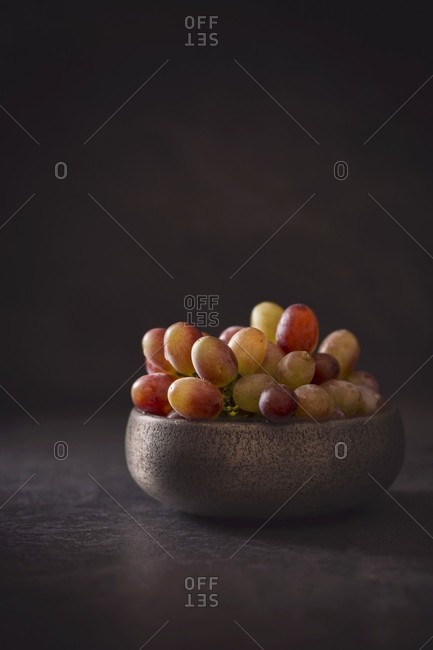 A bowl of grapes - Offset