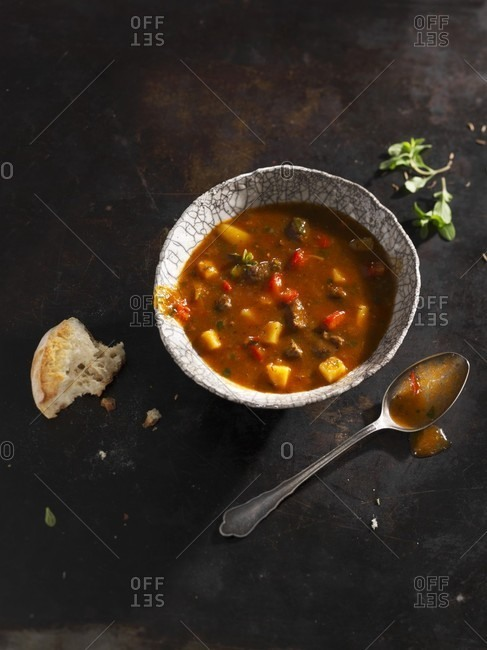 Goulash soup with bread - Offset