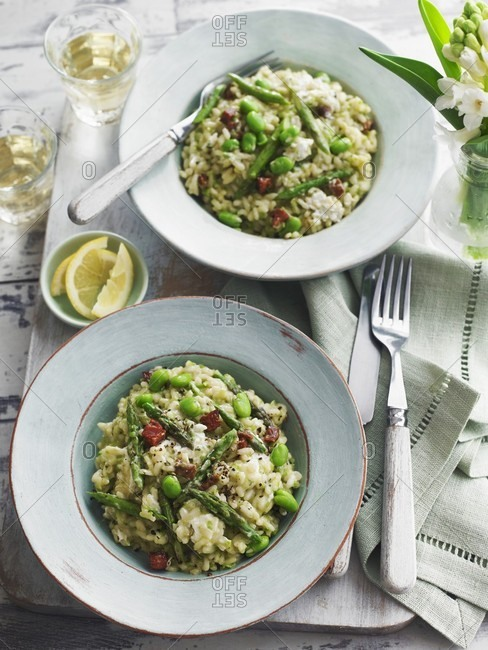 Spring risotto with green asparagus and peas
