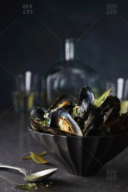 Steamed mussels with herbs