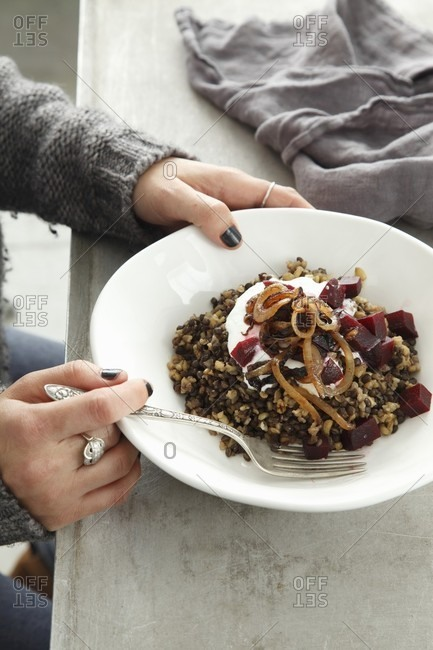 Lentils with bulgur, beetroot, yoghurt and fried onions