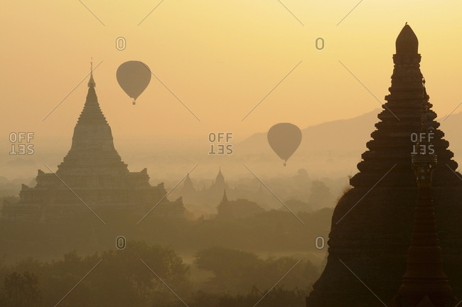 Ballooning in the early morning over the archaeological site, Bagan (Pagan), Myanmar (Burma)