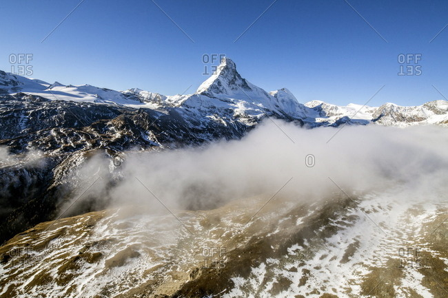 The unique shape of the Matterhorn sorrounded by its mountain range covered in snow, Swiss Canton of Valais, Swiss Alps, Switzerland, Europe
