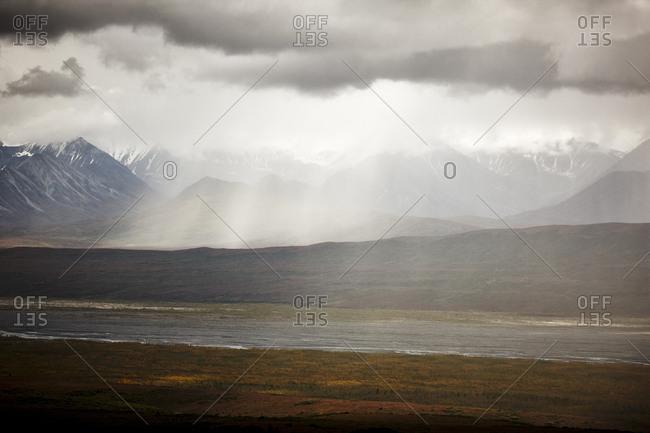 USA, Alaska, Denali National Park, rain at Alaska Range in autumn
