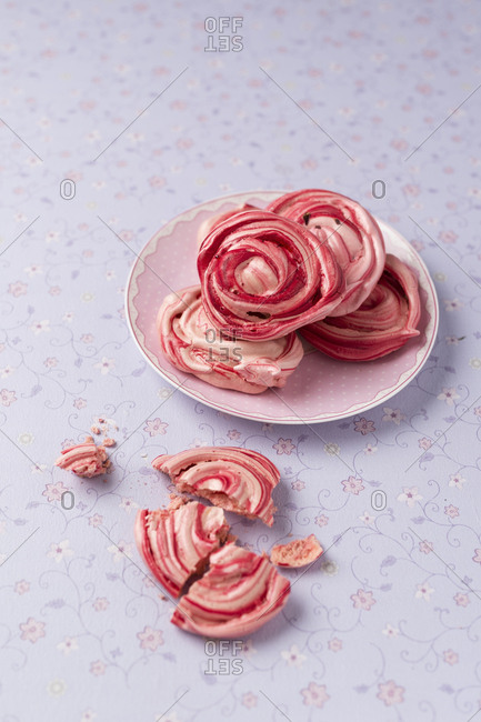 Homemade meringue with dried rose blossoms