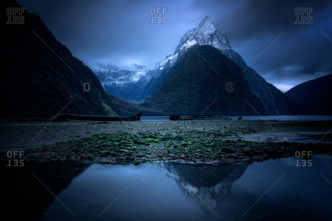 Milford Sound at twilight, Fiordland National Park, UNESCO World Heritage Site, South Island, New Zealand, Pacific