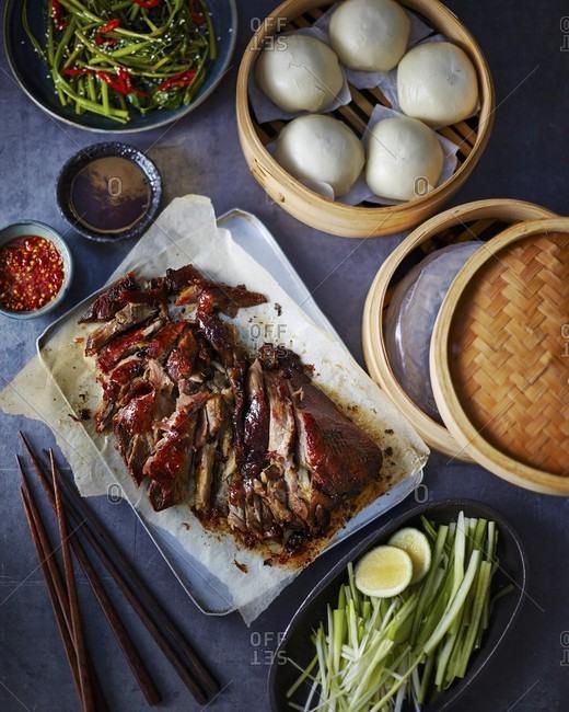 Crispy duck with hoisin sauce and buns (Asia)