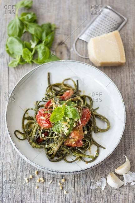 Seaweed pasta with basil pesto and tomatoes
