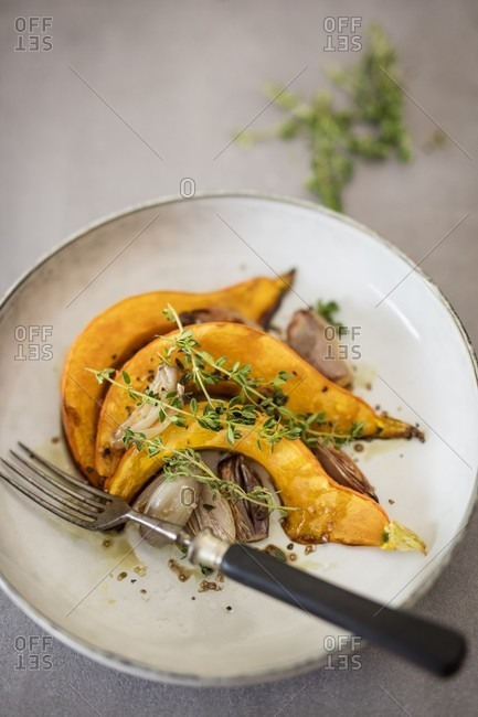 Pumpkin wedges with shallots and thyme (detox)