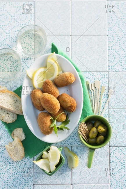 Poultry croquettes with green olives