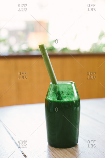 Green smoothie with a bamboo straw