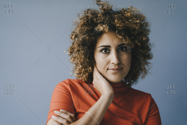 Portrait of a pensive woman with hand on chin