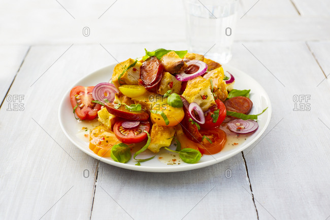 Mediterranean salad with Chorizo