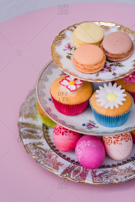 Etagere, muffin, Macarons, Easter eggs, detail, bird's-eye view,
