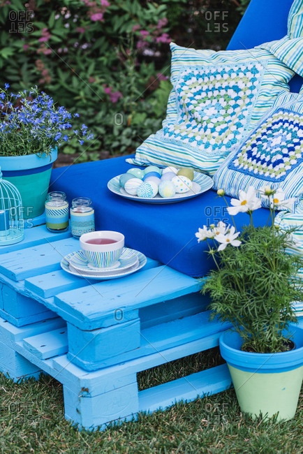 Garden, sofa made of pallets, Easter decoration, detail, flowers,