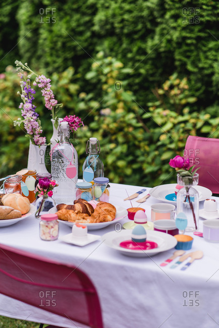 Garden table, covered, Easter breakfast