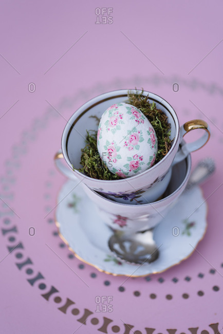 Easter decoration, coffee cups, stacked, Easter egg, bird's-eye view