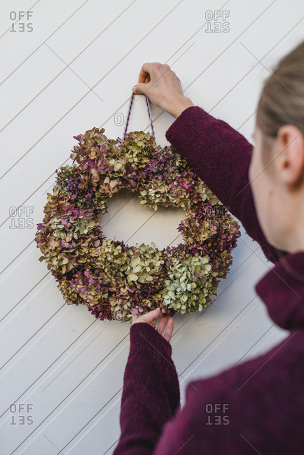 Woman, detail, autumnal decoration, wreath with hydrangea blossoms, door, hang up,