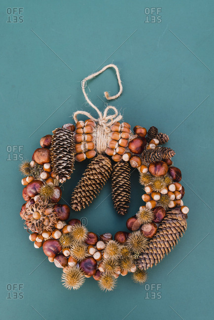 autumnal decoration, door wreath, natural materials,