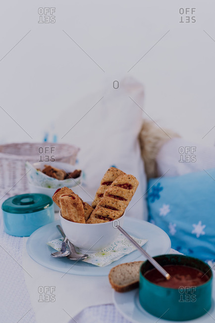 outdoor table, lunch, detail, winter,