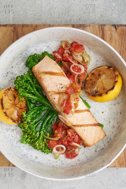 Grilled salmon with broccolini